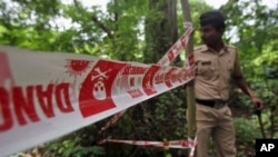 Indian policeman inspects site where 22-year-old woman was gang raped in Mahalaxmi area in Mumbai India, Aug. 23, 2013.
