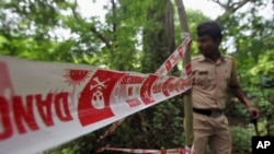 2013年8月23日印度警方在孟买检查轮奸现场