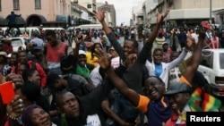 Xalq Xarareda Mugabe iste'fosini talab qilmoqda
