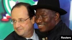 Shugaban Najeriya Goodluck Jonathan tare da Shugaban Faransa, Hollande.