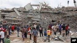 Les décombres du bâtiment qui abritait la Synagogue Church of All Nations à Lagos, au Nigéria (AP)