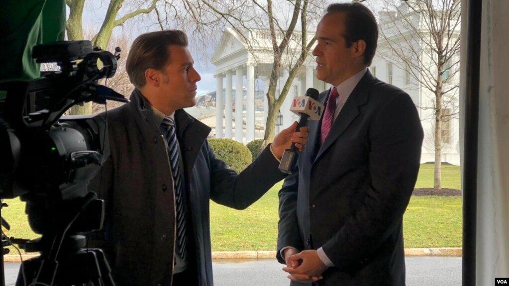 Cố vấn Mauricio Claver-Carone của Tổng thống Trump trả lời phỏng vấn (ảnh tư liệu)