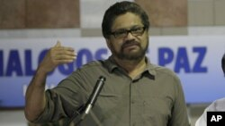 """""""De ninguna manera las FARC aceptan una jerarquía militar para resolver asuntos que son de carácter político por definición"""", dijo el jefe negociador de las FARC, Iván Márquez."""