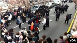La marcha sobre el Puente de Brooklyn terminó con cientos de detenidos que luego fueron liberados.