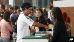 A local resident casts his ballot for the general election at a polling station in Bangkok, Thailand, Sunday, Feb. 2, 2014.