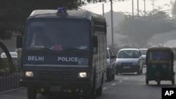 انتقال متهمان به زندان توسط پلیس هند، ژانویه ۲۰۱۳