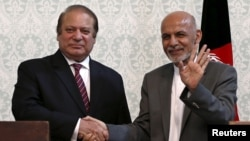 "FILE - Afghan President Ashraf Ghani (R) shakes hands with Pakistani Prime Minister Nawaz Sharif after a news conference in Kabul, May 12, 2015. Leaders are expected to hold an ""icebreaking"" meeting on the margins of the U.N. climate change summit that starts on Nov. 30 in Paris, France."