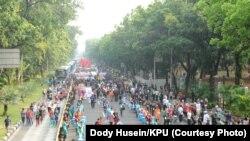 """Dua pasang capres-cawapres dan seluruh partai politik peserta pemilu berparade dalam """"Deklarasi Damai Pemilu"""" di kawasan Monas, Jakarta, Minggu (23/9/2018) pagi."""