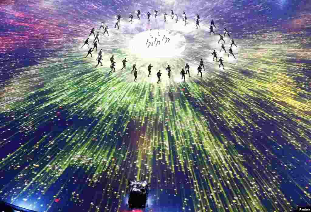 平昌冬奥会闭幕式上的艺术表演。(2018年2月25日)