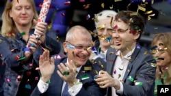 Volker Beck (centro) defensor dos direitos dos homossexuais, do Partido Verde, celebra a votação. 30 de Junho, 2017.