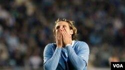 La estrella uruguaya Diego Forlan lleva más de un año sin anotar para su selección, a pesar de haber tenido muchas oportunidades claras de gol en esta Copa América.