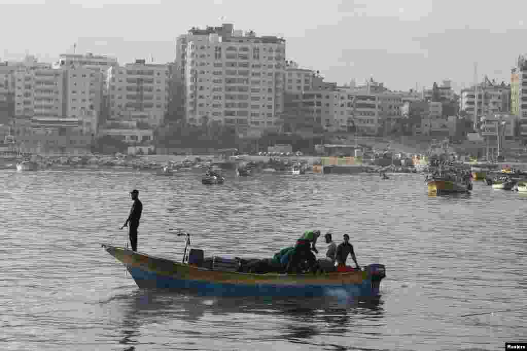 Palestinian fishermen return to the sea during a cease-fire, Gaza City, Aug. 11, 2014.