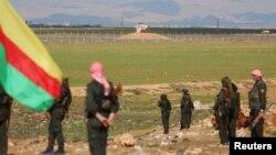 Tentara Kurdi di dekat perbatasan Turki-Suriah. (Foto: Dok)