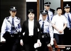 谷开来及其助手张晓军在合肥中级法院出庭受审(2012年8月9日)