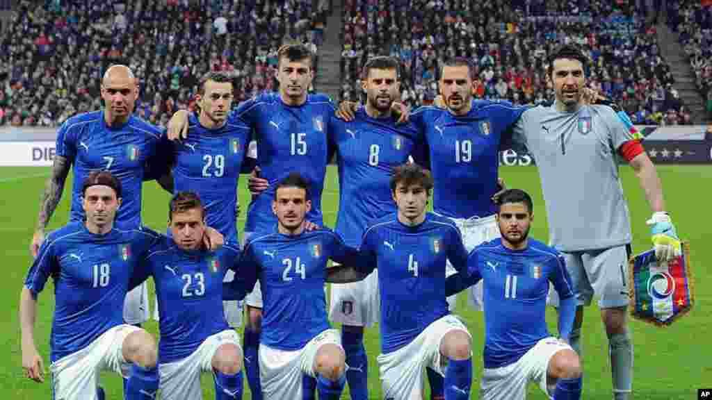 L'équipe italienne avant le match entre l'Italie et la Suède, le 13 novembre 2017.