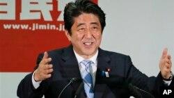 PM Jepang Shinzo Abe dalam sebuah konferensi pers di Tokyo, (22/7). PM Abe akan memimpin delegasi Tokyo ke Buenos Aires dalam acara pemungutan suara penentuan tuan rumah Olimpiade 2020.