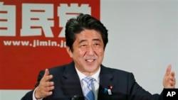Thủ tướng Nhật Bản Shinzo Abe phát biểu tại một cuộc họp báo ở Tokyo, ngày 22/7/2013.
