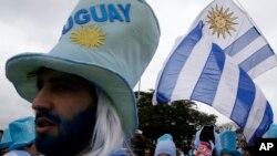 19일 브라질 상파울루에서 우루과이와 영국의 경기를 응원하기 위해 나온 우루과이 응원단.