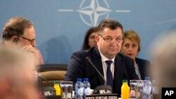 Министр обороны Украины Степан Полторак во время заседания комиссии Украина-НАТО