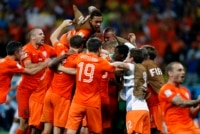 The Netherlands players celebrate after winning their penalty shootout in their 2014 World Cup quarter-finals against Costa Rica at the Fonte Nova arena in Salvador. Pays-Bas - Costa Rica