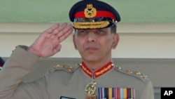 Pakistan's current Army chief General Pervez Ashfaq Kayani salutes during a special parade when he was Vice Chief of Army Staff General in Rawalpindi, Pakistan, October 2007. (file photo)