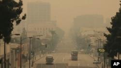 Grad Pasadena u Kaliforniji je pod dimom