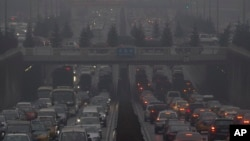 Polusi udara di kota Beijing, China (31 Januari 2013). Banyaknya kendaraan dituding sebagai penyebab meningkatnya polusi udara di China.