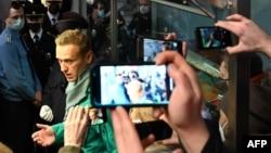 Rossiya muxolifati yetakchisi Aleksey Navalniy Moskvaning Sheremetova aeroportida, 2021-yil, 17-yanvar