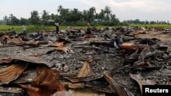 Tàn tích của một khu chợ bị đốt cháy tại một ngôi làng của người Rohingya ở bang Rakhine, Myanmar, 27/10/2016.