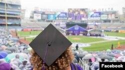 """Con esta medida, la reconocida universidad busca graduar estudiantes """"con la menor deuda posible""""."""