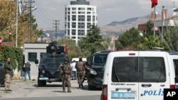 以色列駐安卡拉大使館外警察加強保安。