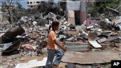 غزہ کی پٹی میں اسرائیل کے فضائی حملے کے بعد کا منظر