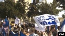 Demonstran warga Israel menuntut agar PM Netanyahu mengusahakan pembebasan Gilad Shalit, yang sudah 5 tahun dalam tawanan Hamas.