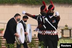 Ngoại trưởng Mike Pompeo và Bộ trưởng Mark Esper công du Ấn Độ, 27/10/2020.