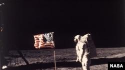 人類首次登月