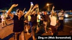 Tài xế vui mừng khi Thủ tướng Nguyễn Xuân Phúc ra lệnh dừng thu phí ở trạm BOT Cai Lậy (ảnh tư liệu)