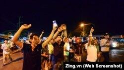 Tài xế vui mừng sau khi Thủ tướng Nguyễn Xuân Phúc ra lệnh dừng thu phí ở trạm BOT Cai Lậy