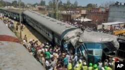 Indian rescue workers gather at the site of a train accident near Bachhrawan village in northern Uttar Pradesh state, March 20, 2015.