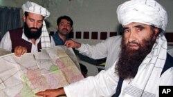 Jaringan Haqqani yang didirikan oleh Jalaluddin Haqqani (kanan) dituduh melakukan berbagai serangan terhadap pasukan AS di Afghanistan (foto: dok).