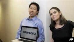 Andrew Ng dan Daphne Koller dari Stanford University yang membuat Coursera, sarana untuk kursus di Internet. (Foto: AP)