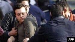 Chính phủ yêu cầu ngưng biểu tình và đối thoại nhưng người biểu tình chỉ muốn ông Mubarak từ bỏ quyền lực, ra khỏi nước, hoặc sẽ bị mang ra xử