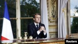Tổng thống Pháp Emmanuel Macron phát biểu trước toàn nước Pháp sau vụ hỏa hoạn tại Nhà thờ Đức Bà Paris, tại Điện Élysée ở Paris, Pháp, ngày 16 tháng 4, 2019.