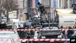 Forças especiais em Ghent, para a operação de salvamento do refém, Dez. 15, 2014.