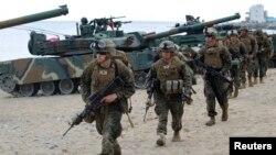지난달 26일 한국 포항에서 벌어진 미-한 연합 상륙훈련 참가한 미 해병대원들.