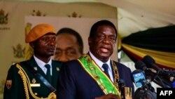Le président Emmerson Mnangagwa donne un discours lors du jour d'indépendance du Zimbabwe à Harare, le 18 avril 2018.