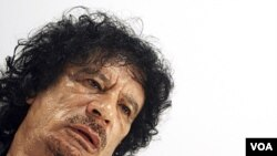 Mantan pemimpin Libya, Moammar Gaddafi (foto: dok). Pejabat NTC Libya mengatakan, jenazah Gaddafi ditempatkan di lemari pendingin beberapa hari agar masyarakat yakin bahwa Gaddafi telah tewas.