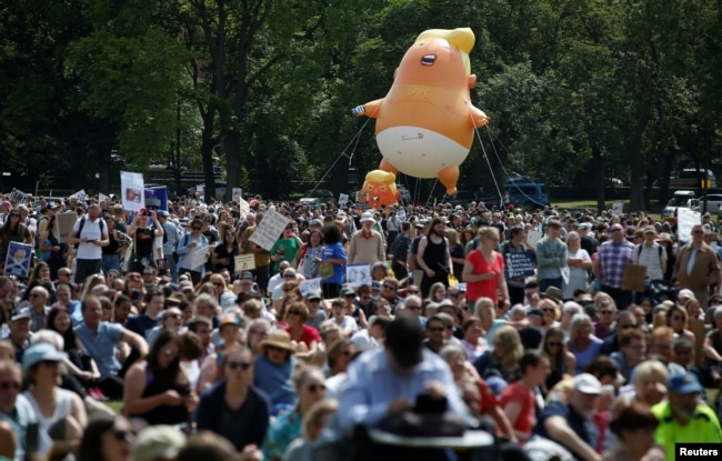 Một khí cầu mang hình Tổng thống Donald Trump xuất hiện trong cuộc biểu tình ở Edinburgh, Scotland, ngày 14 tháng 7, 2018.