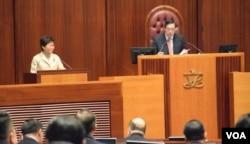 香港特首林郑月娥出席立法会大会质询时间 (美国之音汤惠芸拍摄)