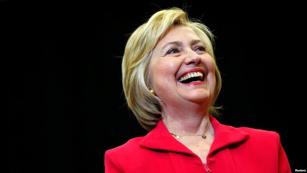 Clinton, më pranë kandidaturës demokrate