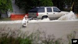 Una calle inundada en Florence, Carolina del Sur.